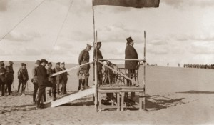 Sir George Reid addressing the Australian troops at Mena Camp 1915 - per AWMG01603