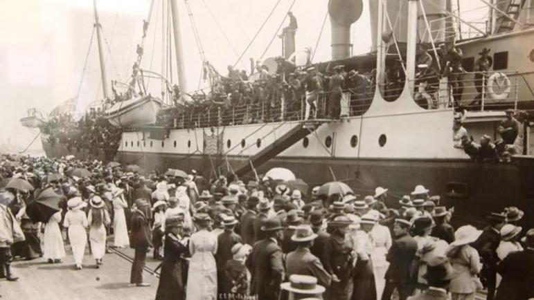 Troopship leaving Fremantle - image ex AWM
